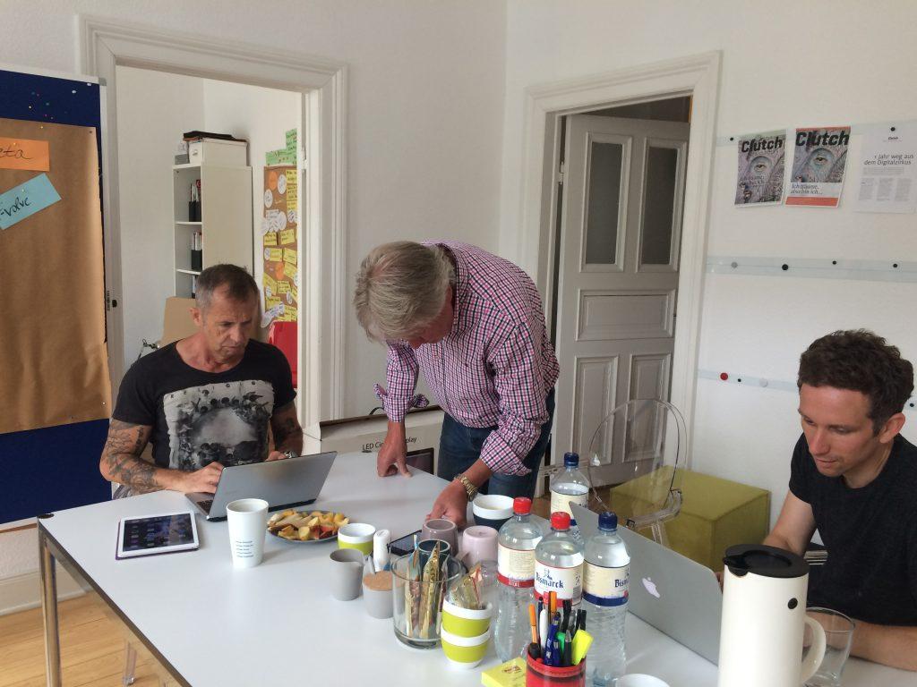 Gerhard (v.l.), Egon und Christian kurz vor Beginn des Meetings