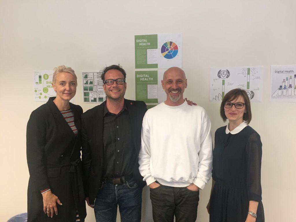 Andrea Buzzi (v.l.) mit den Dozenten Peter Harasim und Prof. Silvio Barta sowie Anne-Kathrin Richter