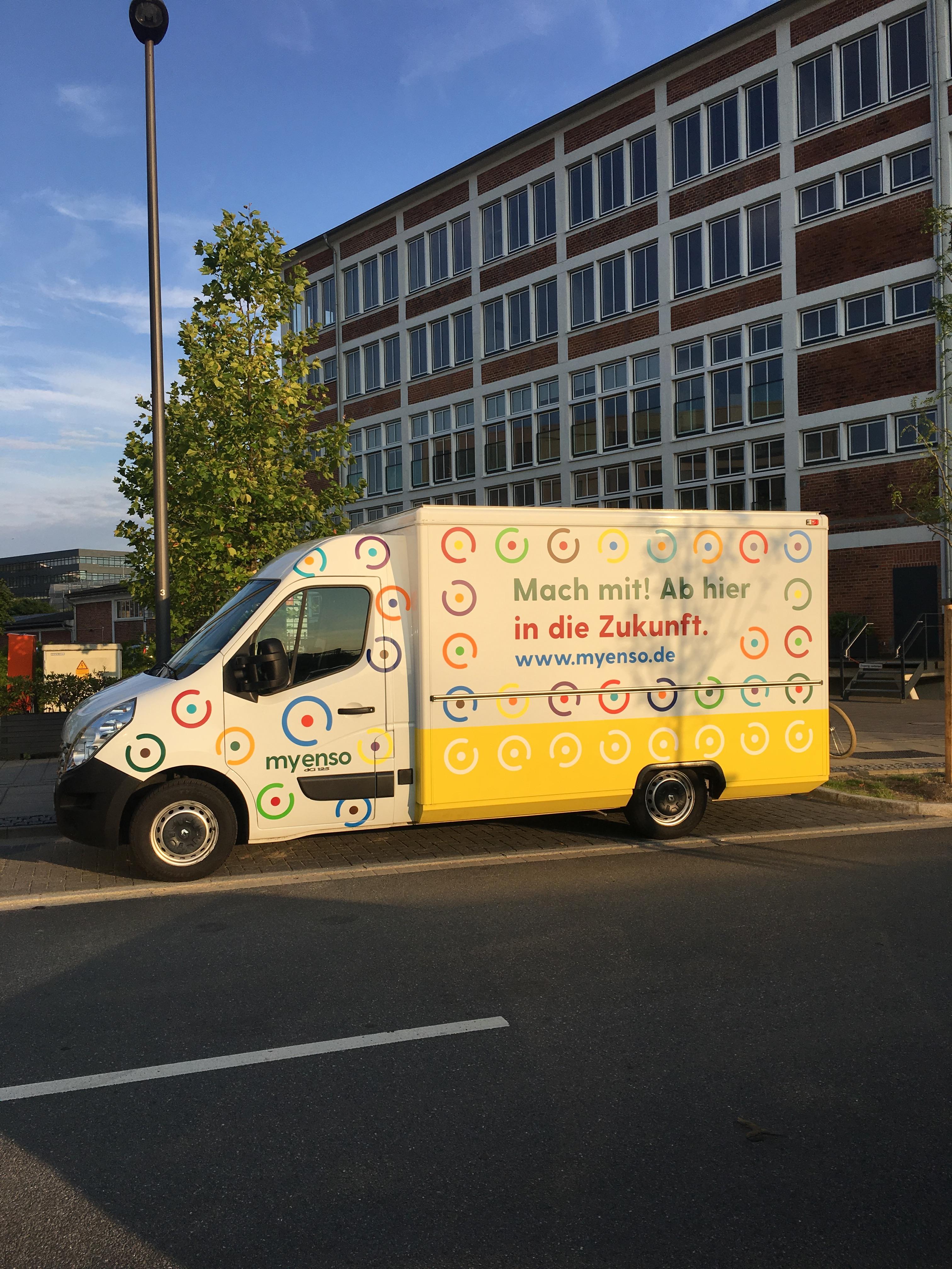 Der Kiosk-Wagen von myEnso wird neuer Treffpunkt und Ort des Austauschs (Bild: privat)
