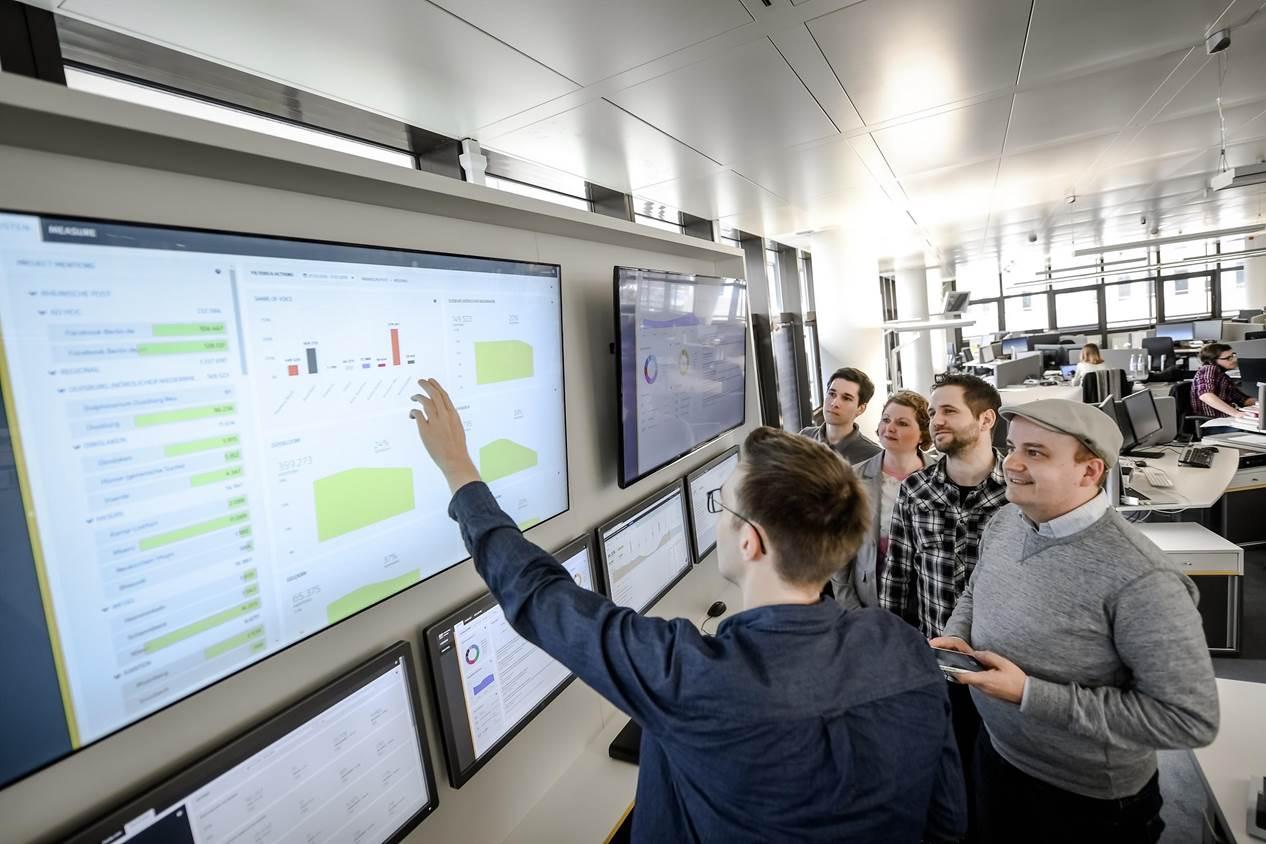 Bild: Rheinische Post. Die Redakteure der Rheinischen Post informieren sich über Social Media Trends