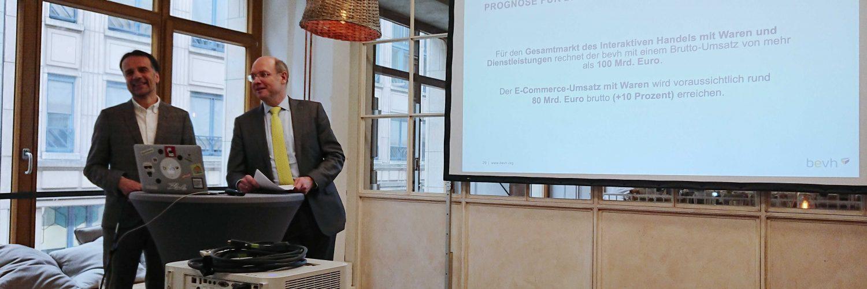 Jeder dritte Deutsche kauft online ein – vor allem über mobile Endgeräte (Bildcredit: Frau Wenk)
