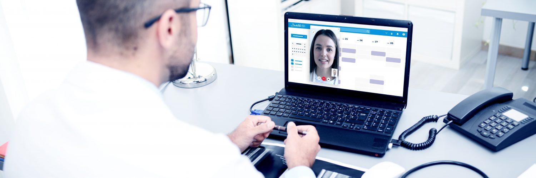 In der Videosprechstunde treffen sich Arzt und Patient auf digitaler Ebene